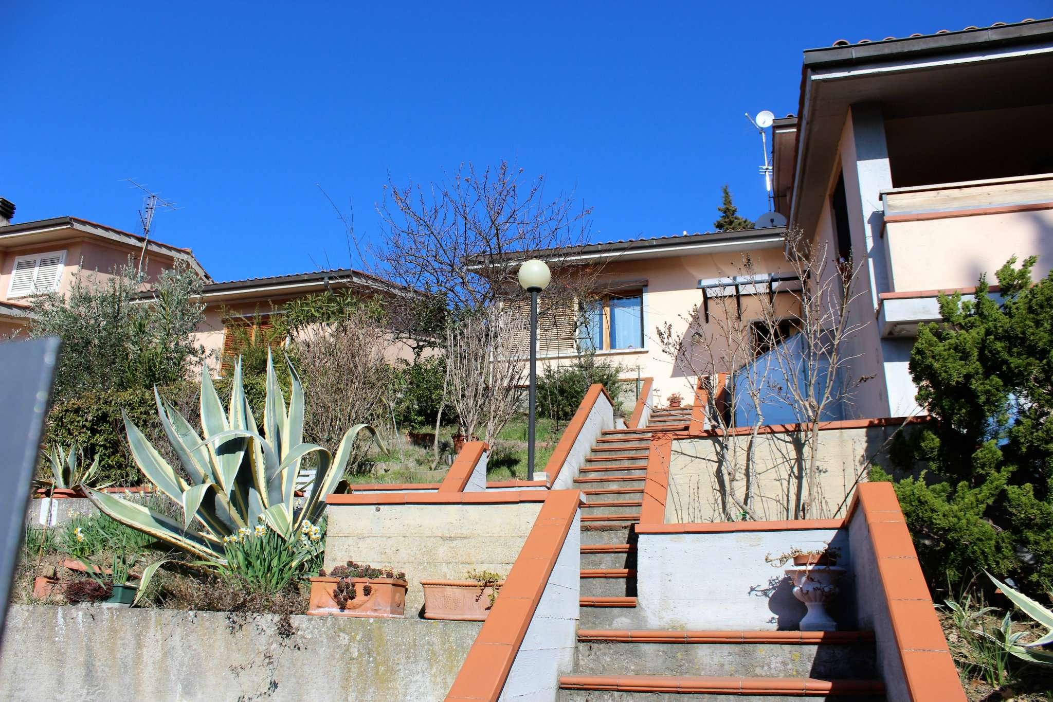 Villa in vendita a Pontassieve, 8 locali, prezzo € 280.000 | Cambio Casa.it