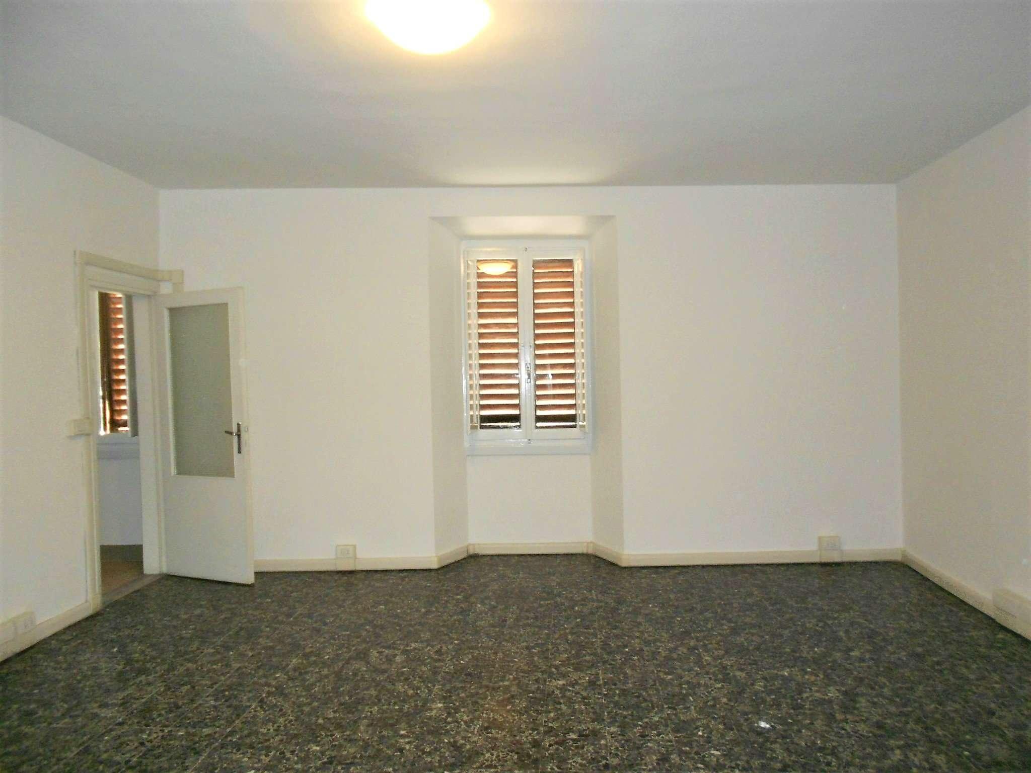 Ufficio / Studio in affitto a Rufina, 4 locali, prezzo € 300 | Cambio Casa.it