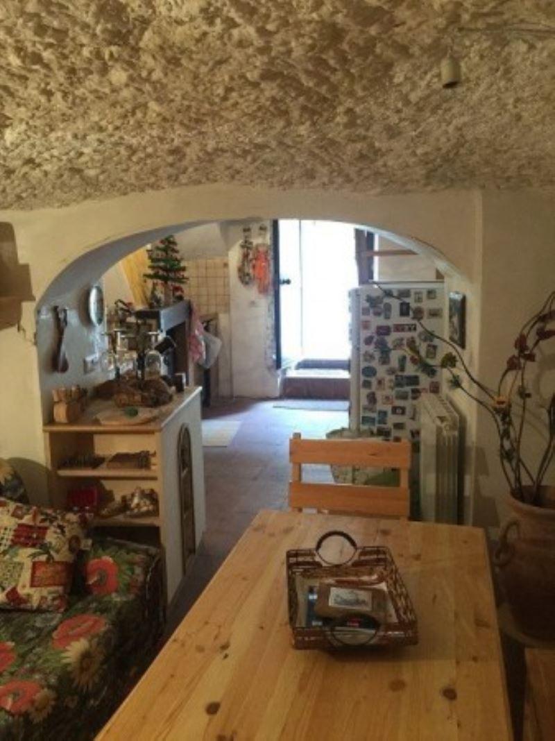 Appartamento in vendita a Mazzano Romano, 3 locali, prezzo € 47.000   CambioCasa.it