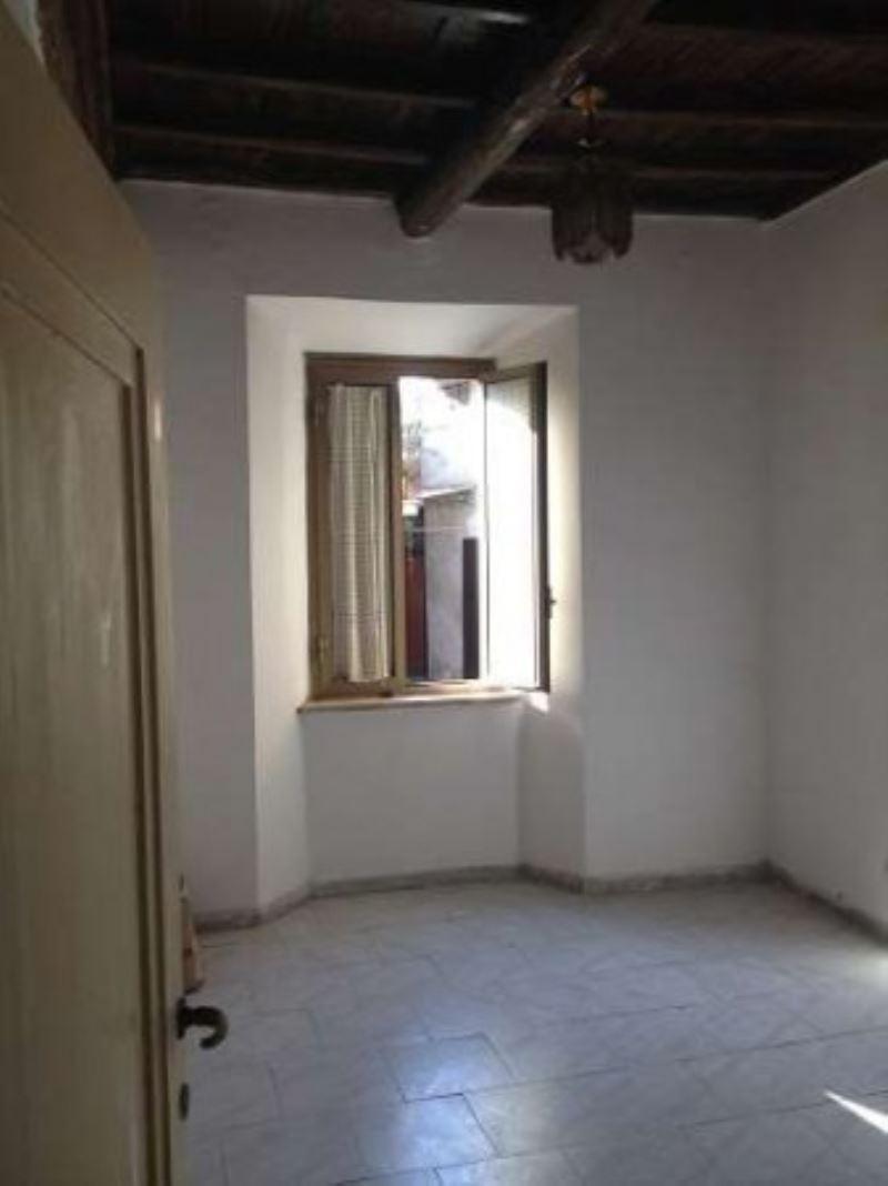 Appartamento in vendita a Anguillara Sabazia, 2 locali, prezzo € 95.000 | Cambio Casa.it
