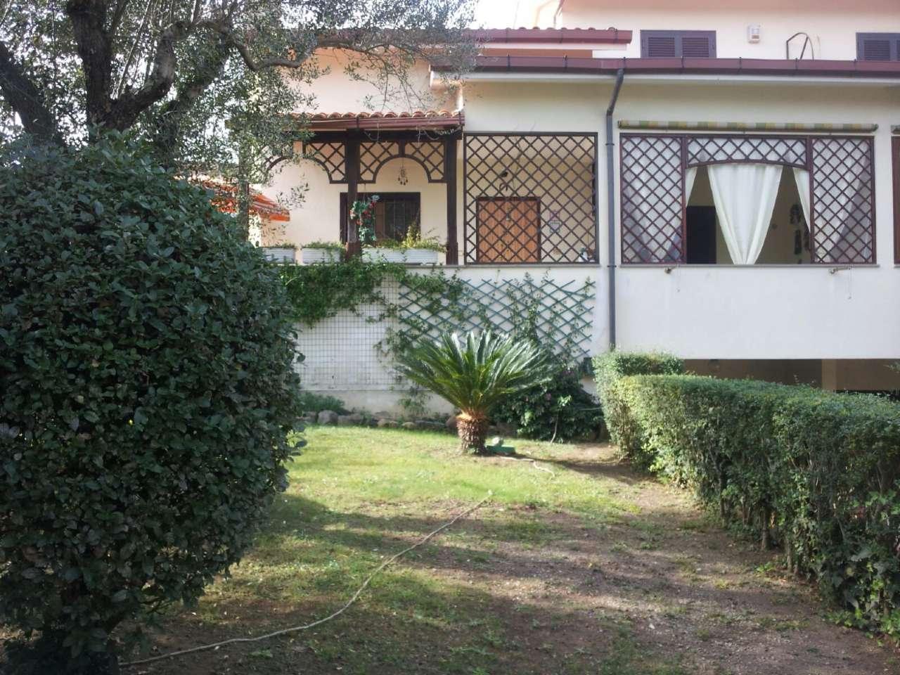 Soluzione Indipendente in vendita a Anguillara Sabazia, 8 locali, prezzo € 365.000 | CambioCasa.it