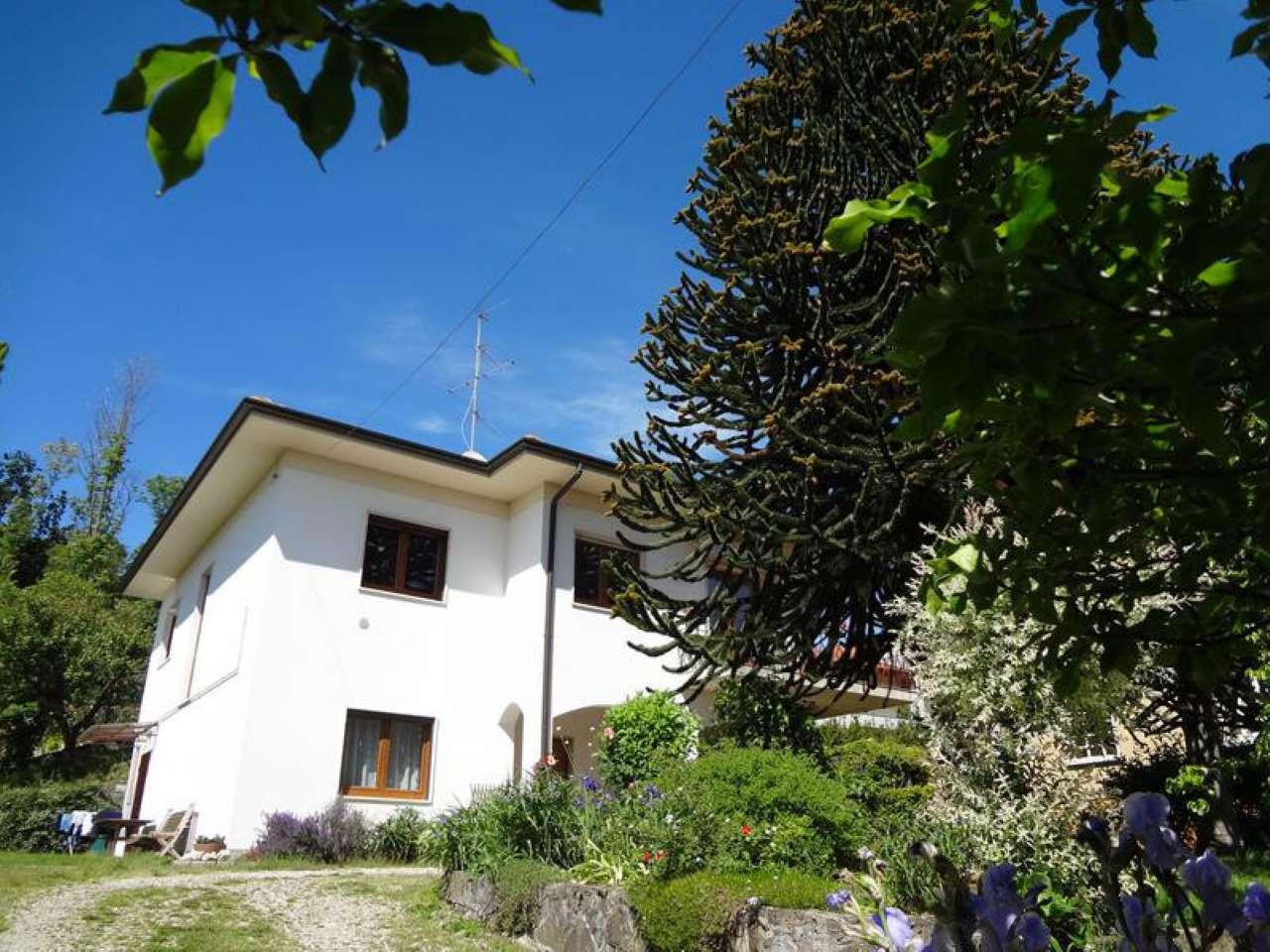 Villa in affitto a Comerio, 4 locali, prezzo € 1.500 | CambioCasa.it