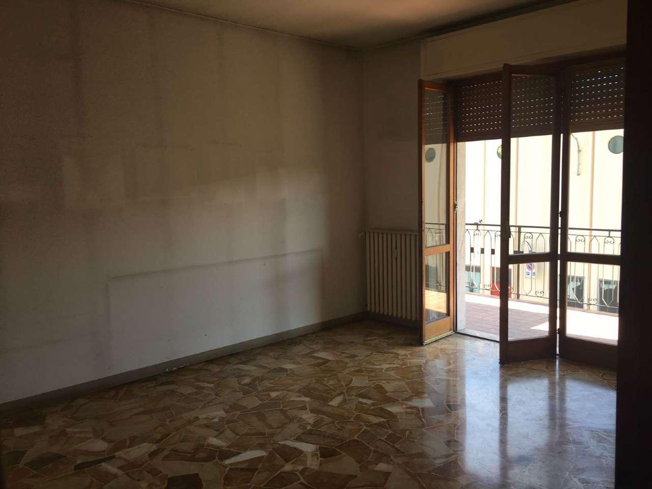 Appartamento in vendita a Besozzo, 2 locali, prezzo € 65.000 | CambioCasa.it