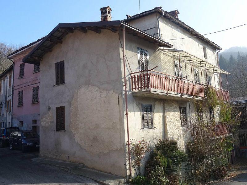 Soluzione Indipendente in vendita a Roburent, 12 locali, Trattative riservate | Cambio Casa.it