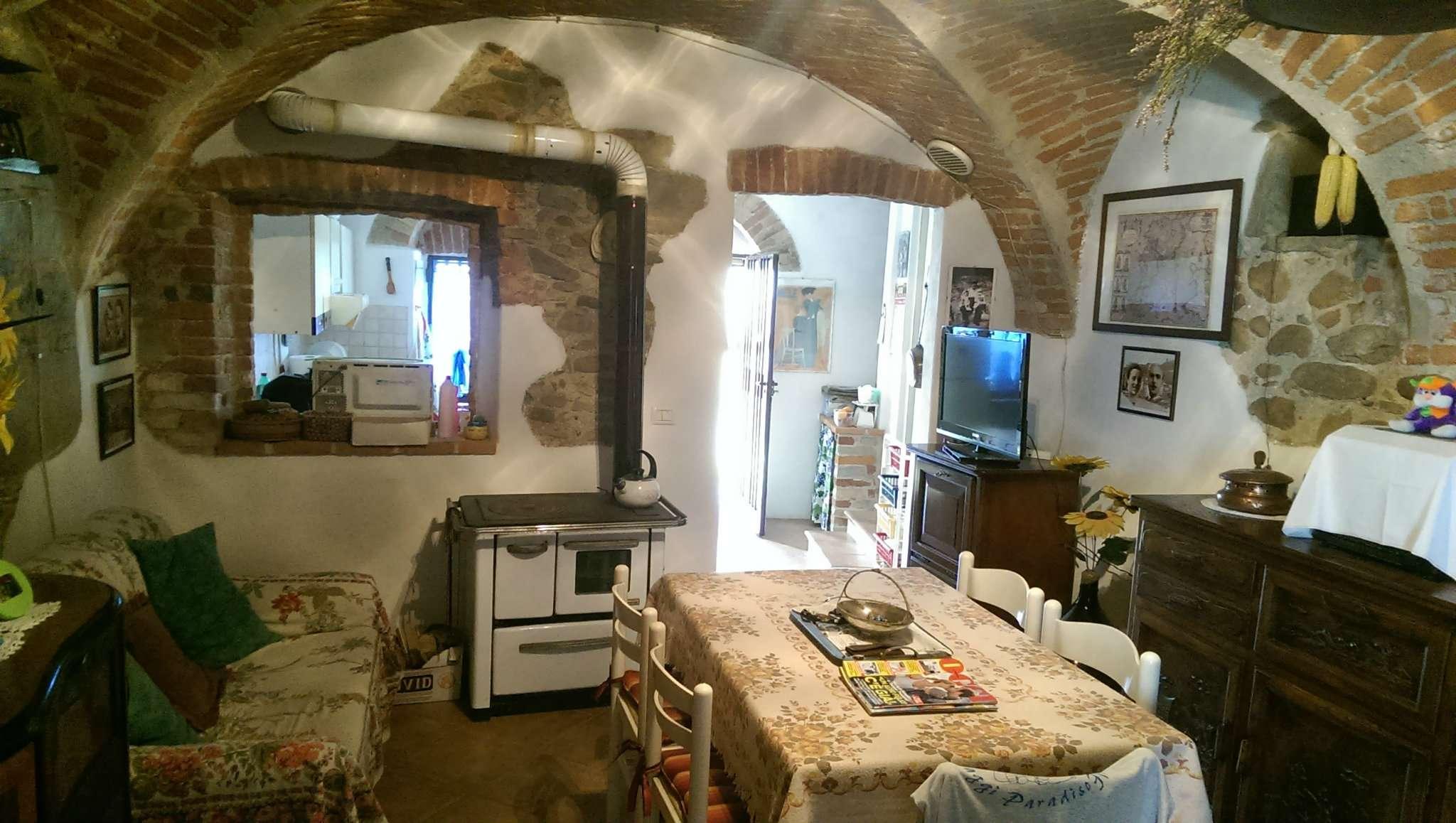 Soluzione Indipendente in vendita a Niella Tanaro, 8 locali, prezzo € 125.000 | CambioCasa.it