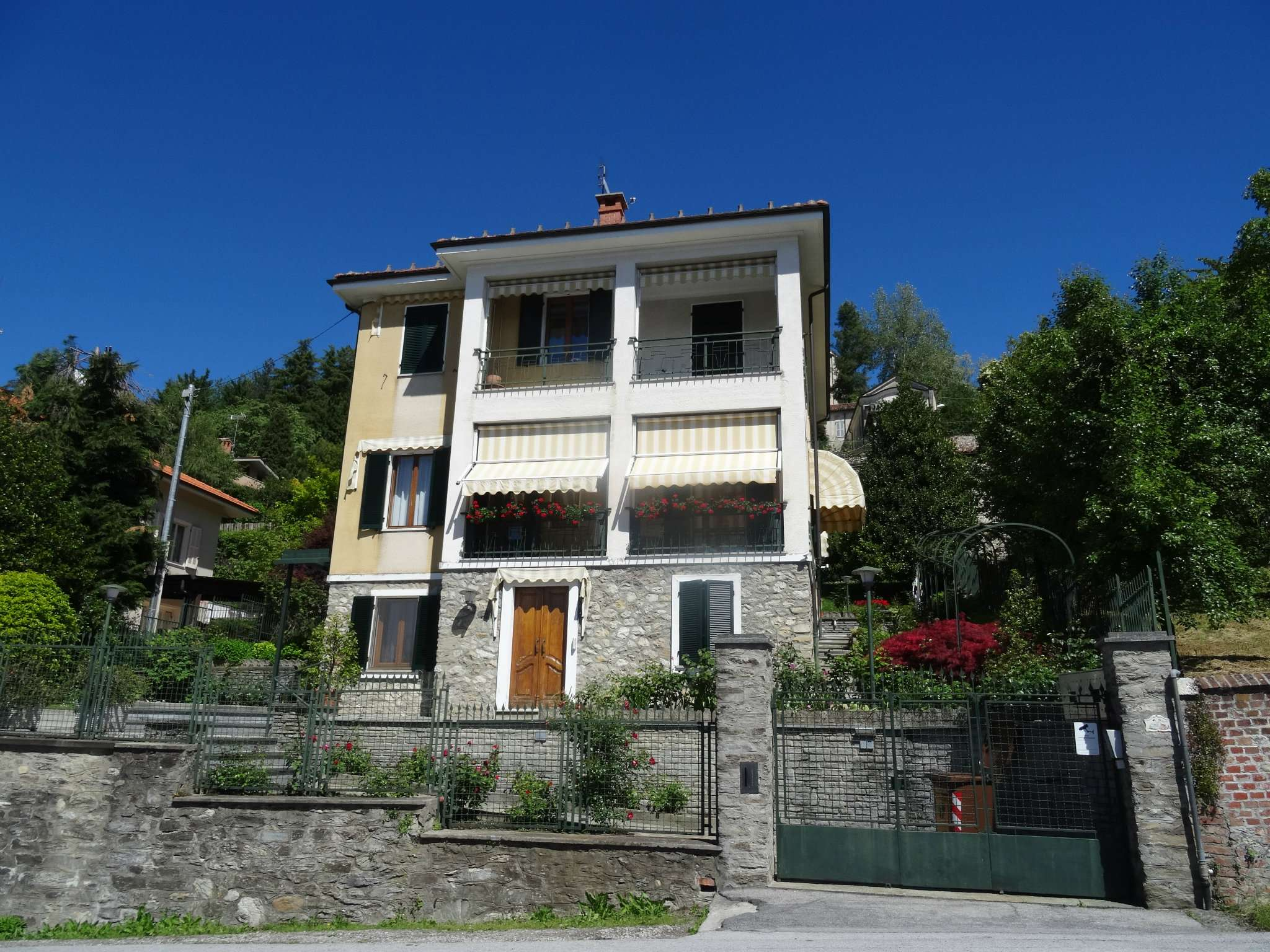 Foto 1 di Appartamento via Nino Carboneri, Mondovì
