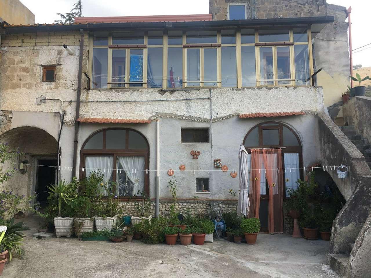 Soluzione Indipendente in vendita a Caserta, 2 locali, prezzo € 140.000 | CambioCasa.it