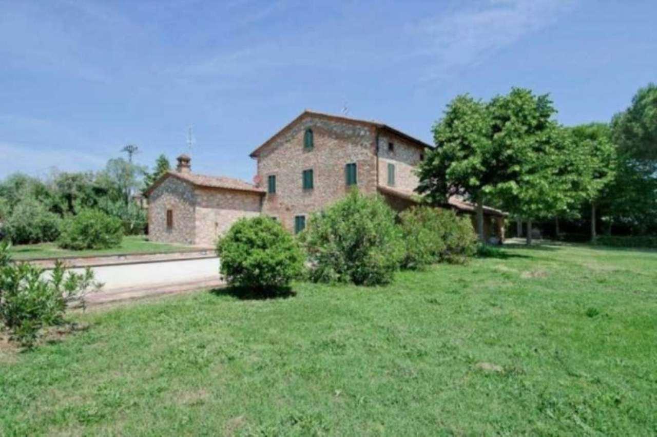 Rustico / Casale in vendita a Castiglione del Lago, 6 locali, Trattative riservate | Cambio Casa.it