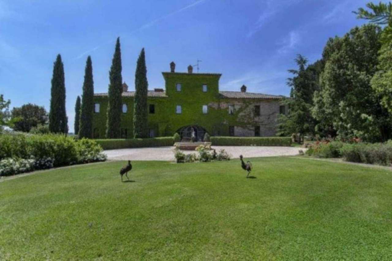 Villa in vendita a Castiglione del Lago, 6 locali, Trattative riservate | CambioCasa.it