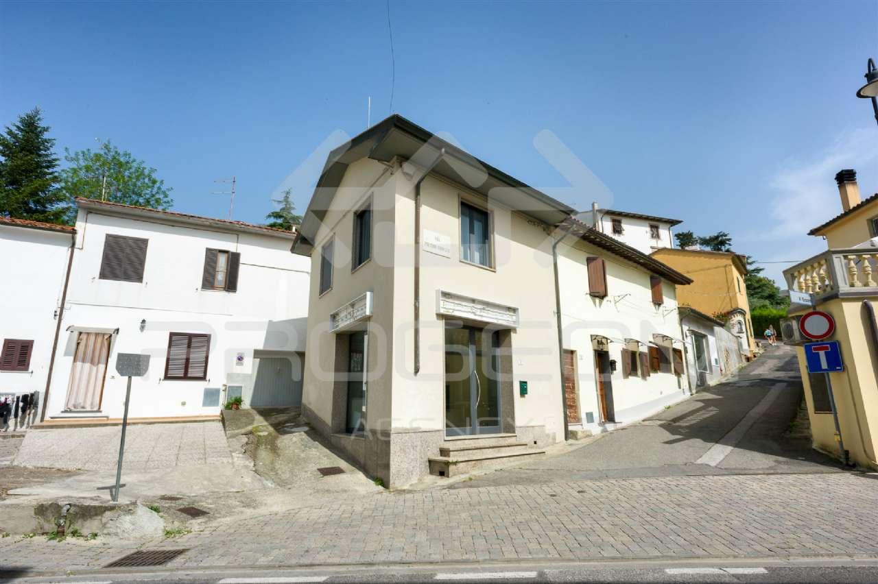 Negozio / Locale in Vendita a Collesalvetti