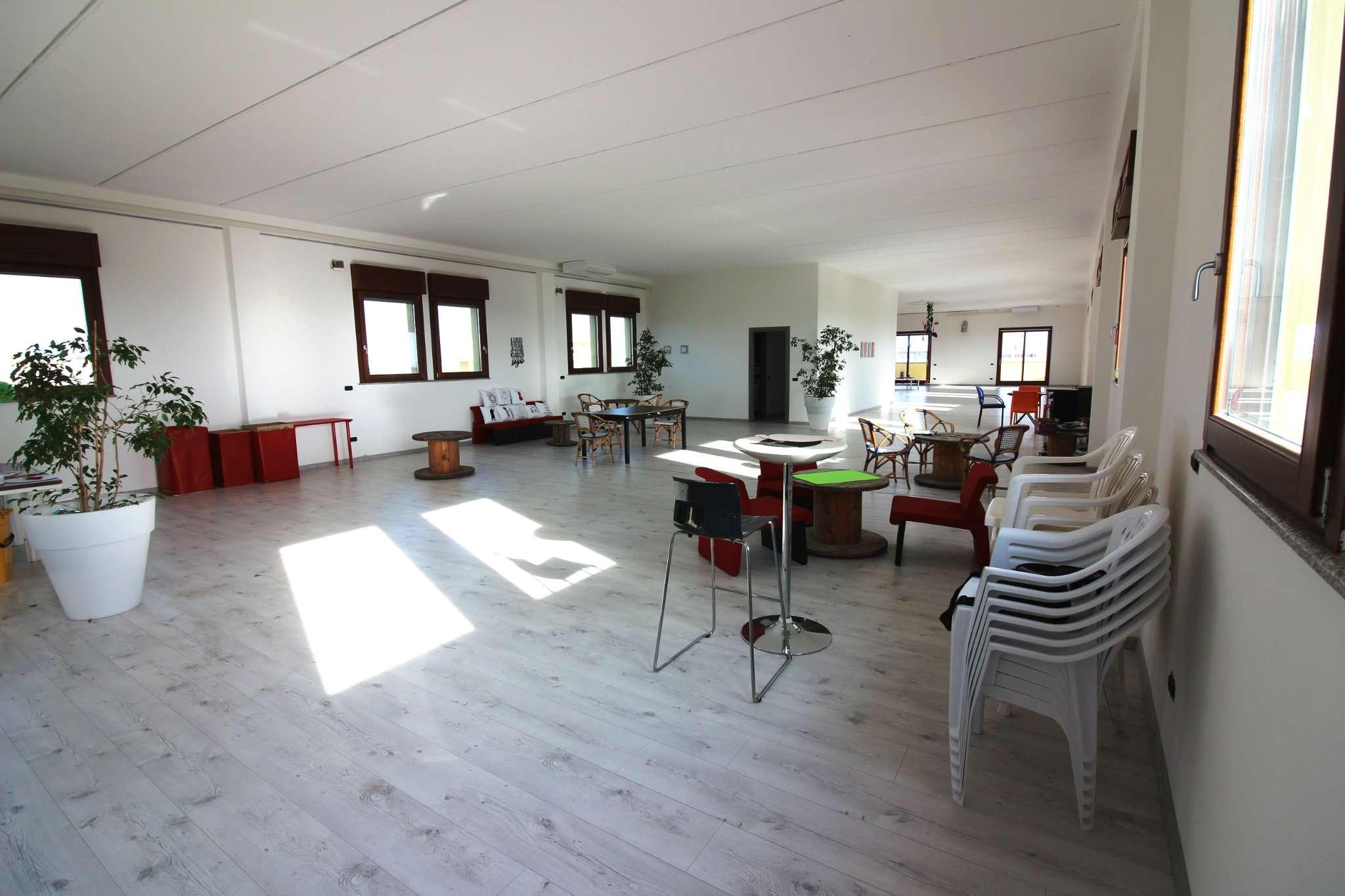 Negozio / Locale in affitto a Selargius, 2 locali, prezzo € 1.800 | Cambio Casa.it