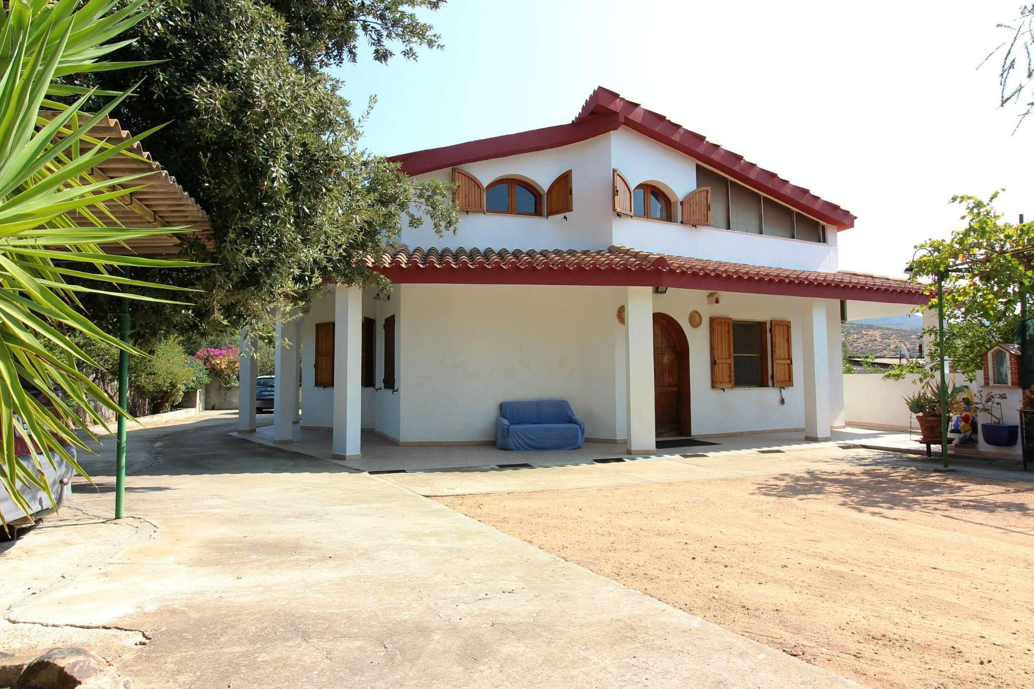 Villa in vendita a Sinnai, 8 locali, prezzo € 230.000 | CambioCasa.it