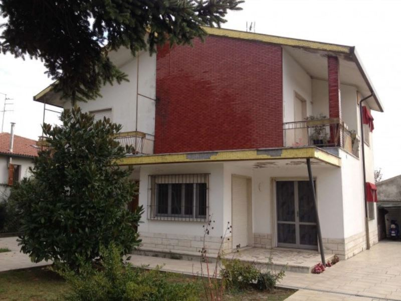 Soluzione Indipendente in vendita a Ravenna, 6 locali, prezzo € 290.000 | Cambio Casa.it