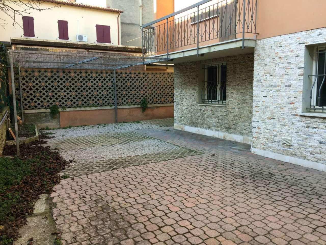 Soluzione Indipendente in vendita a Ravenna, 12 locali, prezzo € 340.000 | Cambio Casa.it