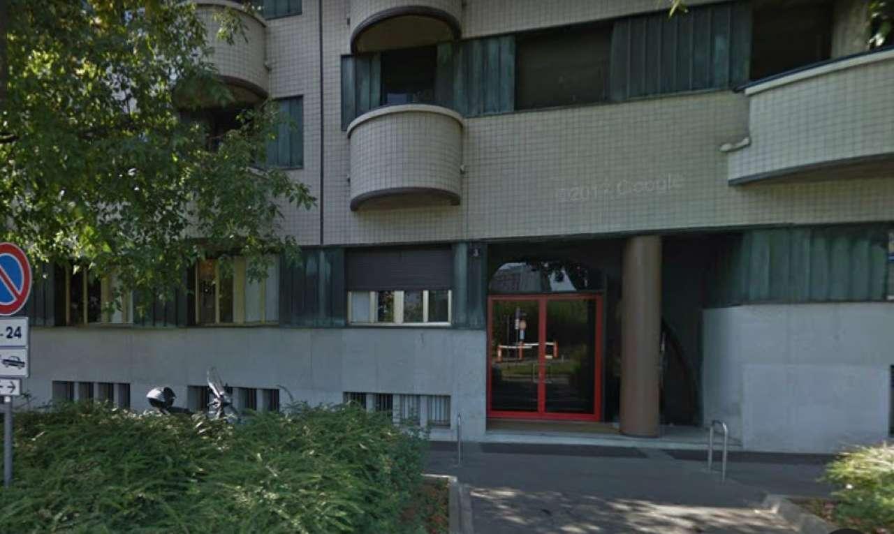 Posto-box auto in Affitto a Milano 08 Vercelli / Magenta / Cadorna / Washington: 10 mq