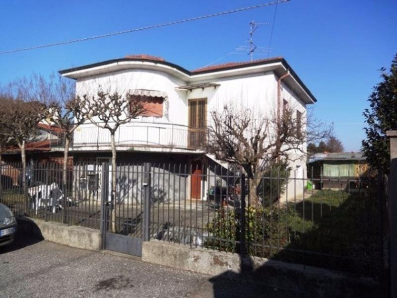 Villa in vendita a Cavaria con Premezzo, 6 locali, prezzo € 145.000   Cambio Casa.it