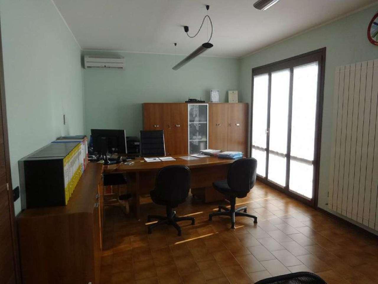 Negozio / Locale in affitto a Cavaria con Premezzo, 6 locali, prezzo € 1.400 | Cambio Casa.it