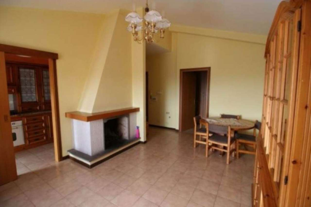 Attico / Mansarda in affitto a Montopoli di Sabina, 4 locali, prezzo € 450 | Cambio Casa.it