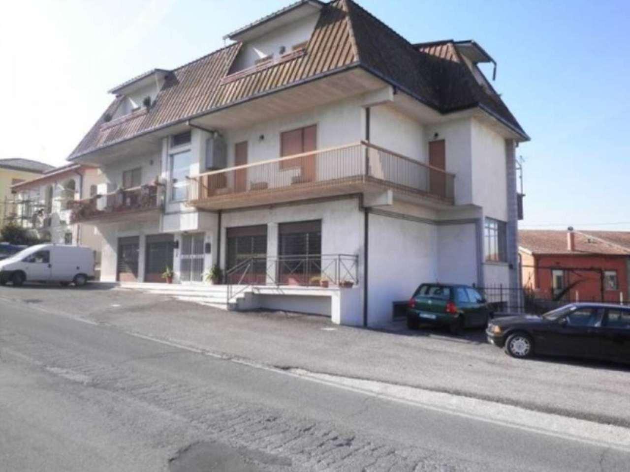 Negozio / Locale in vendita a Poggio Mirteto, 3 locali, prezzo € 180.000 | CambioCasa.it