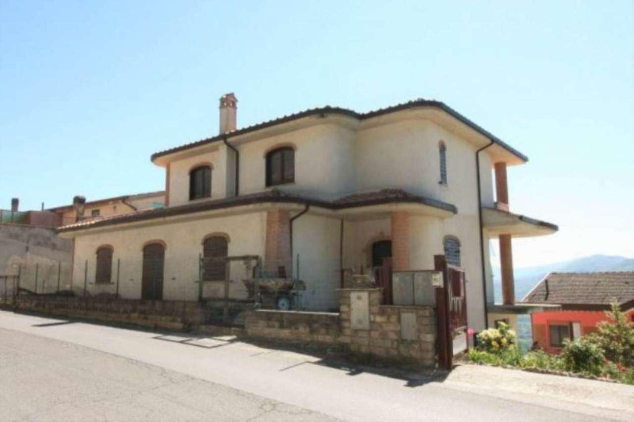 Villa in vendita a Montopoli di Sabina, 6 locali, prezzo € 175.000 | CambioCasa.it
