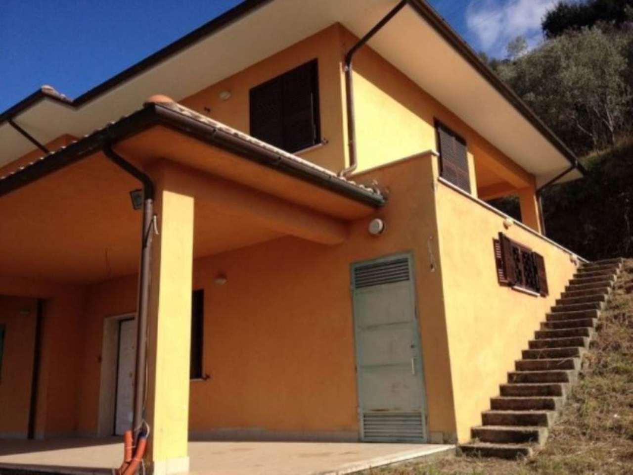 Villa in vendita a Poggio Catino, 6 locali, prezzo € 245.000 | Cambio Casa.it