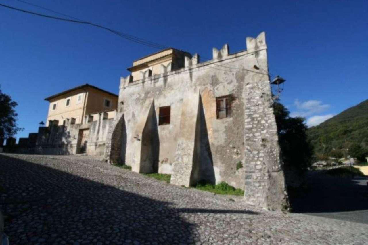 Palazzo / Stabile in vendita a Vacone, 6 locali, Trattative riservate | CambioCasa.it