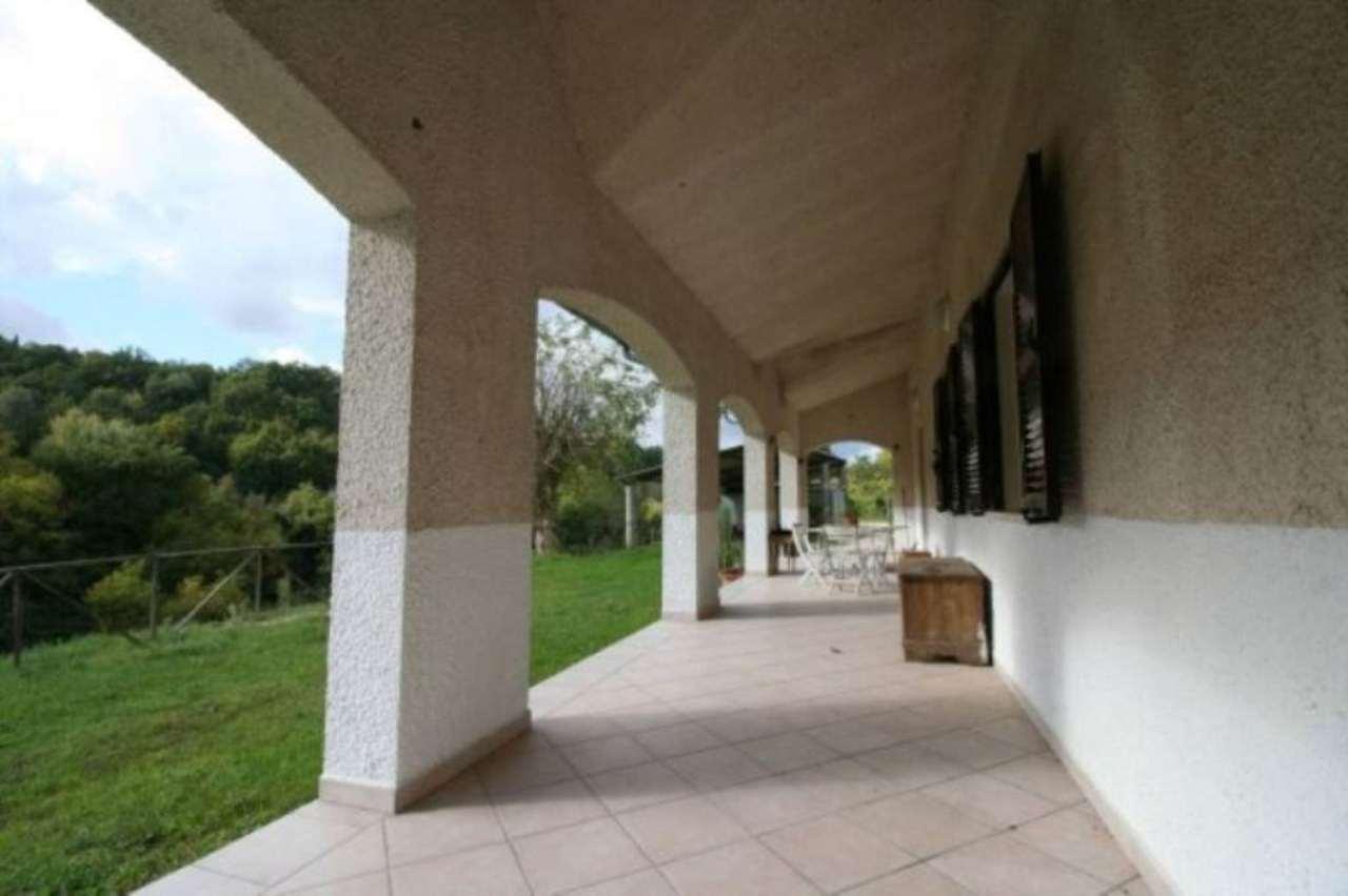 Villa in Vendita a Tarano