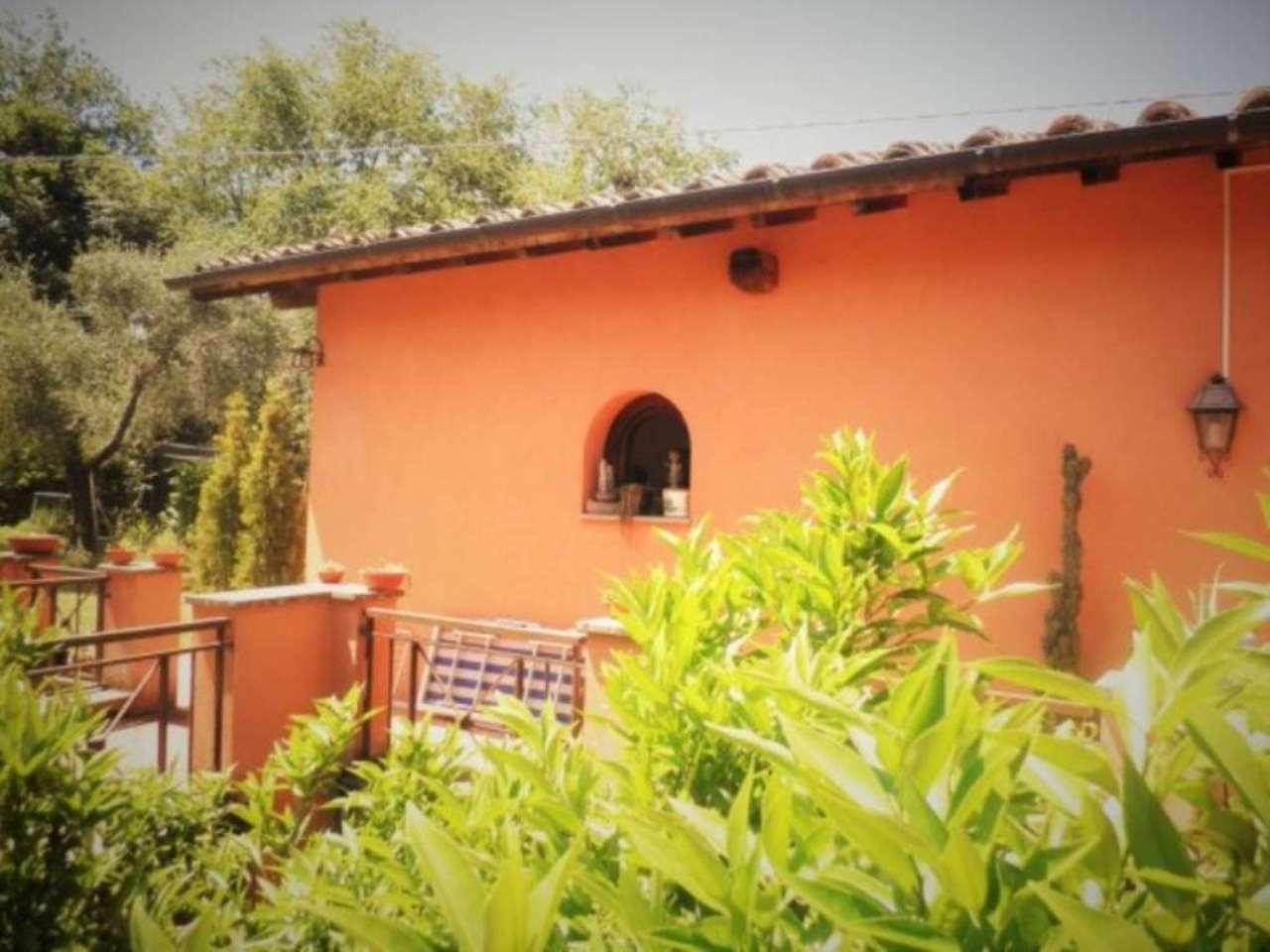 Villa in Vendita a Poggio Catino