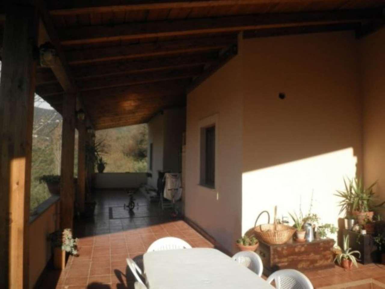 Soluzione Indipendente in vendita a Poggio Mirteto, 6 locali, prezzo € 405.000 | Cambio Casa.it