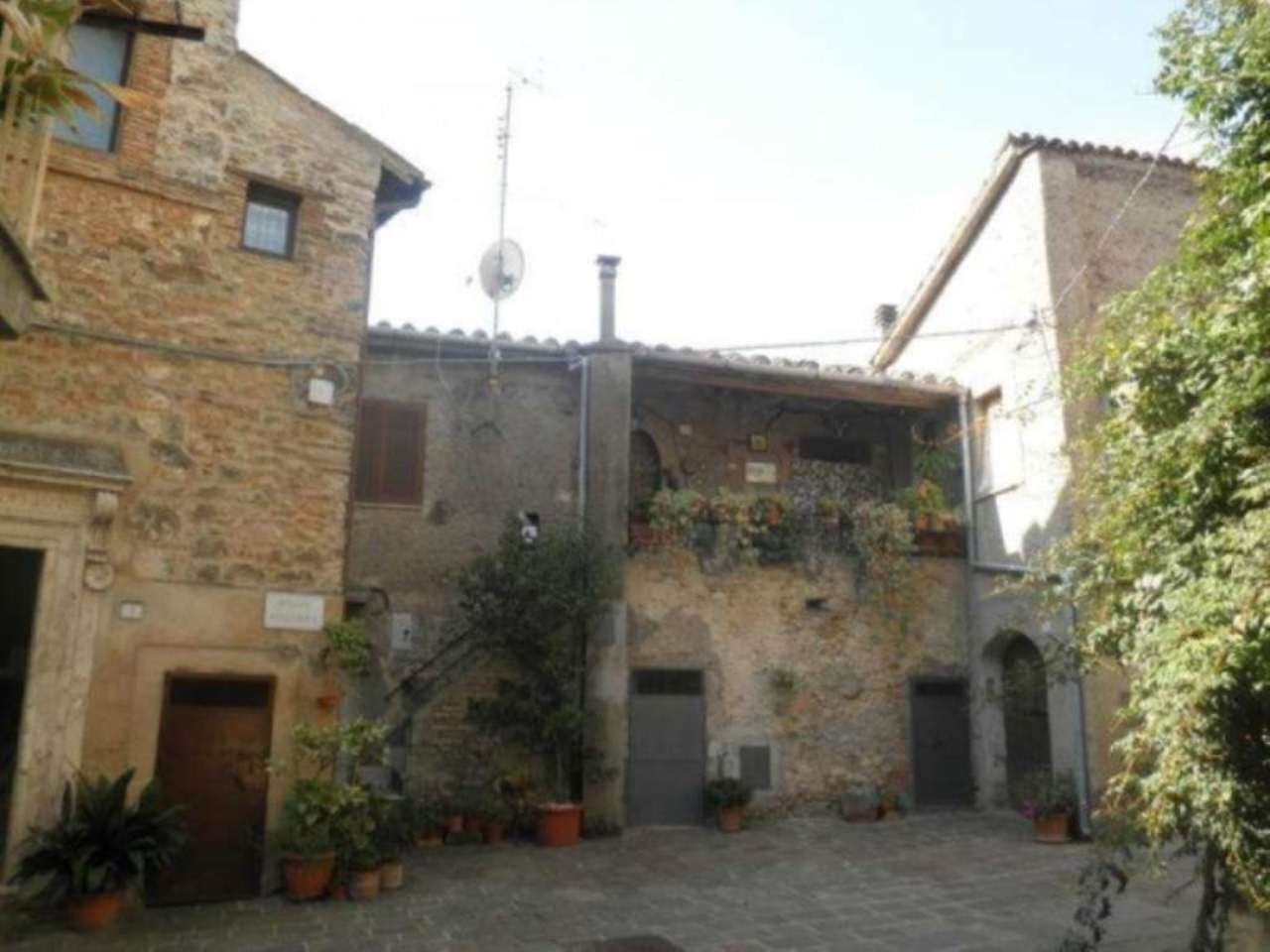Appartamento in vendita a Montopoli di Sabina, 3 locali, prezzo € 50.000 | Cambio Casa.it