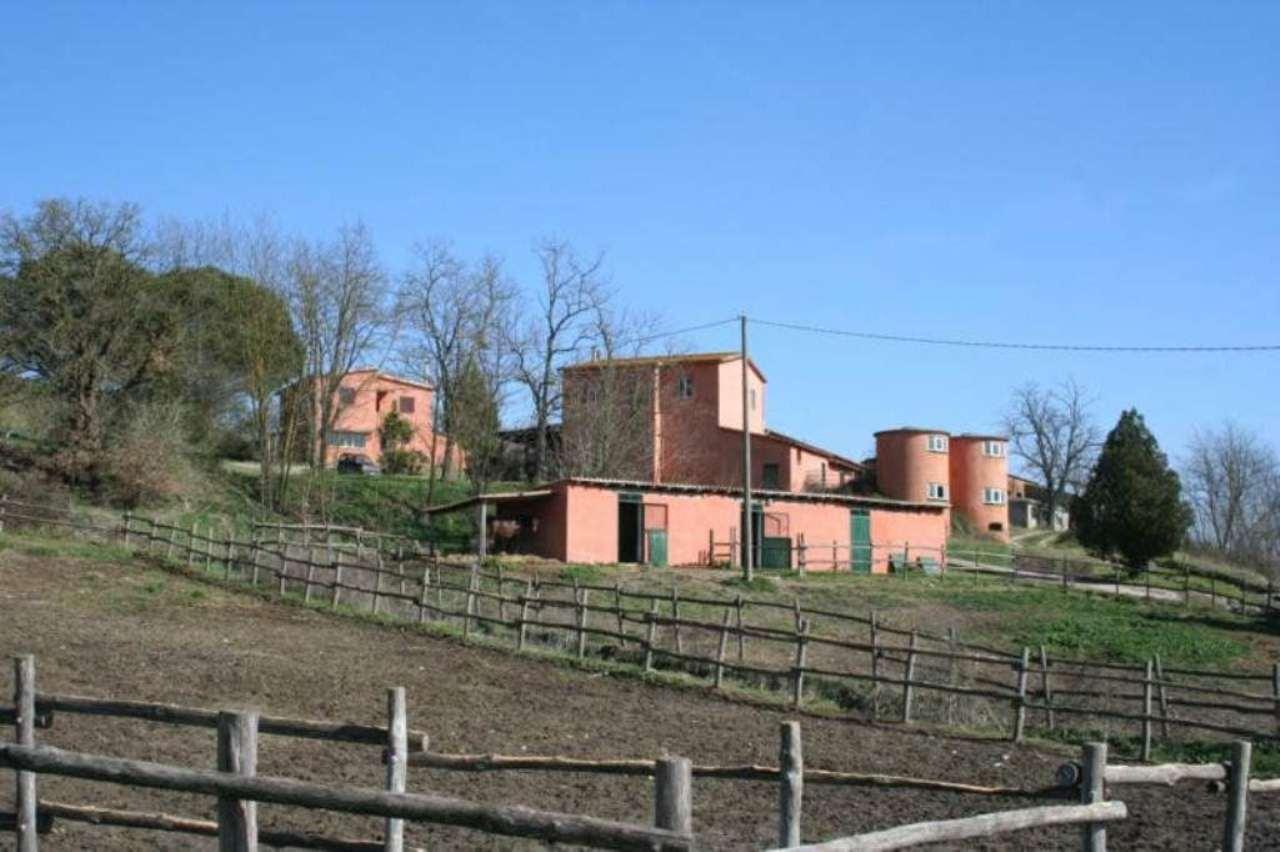 Rustico / Casale in vendita a Rignano Flaminio, 10 locali, prezzo € 850.000 | Cambio Casa.it