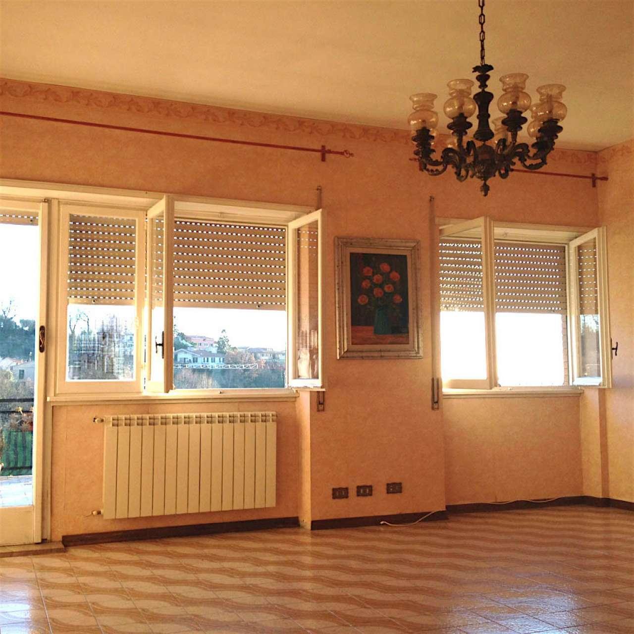Appartamento in affitto a Poggio Mirteto, 6 locali, prezzo € 600 | Cambio Casa.it