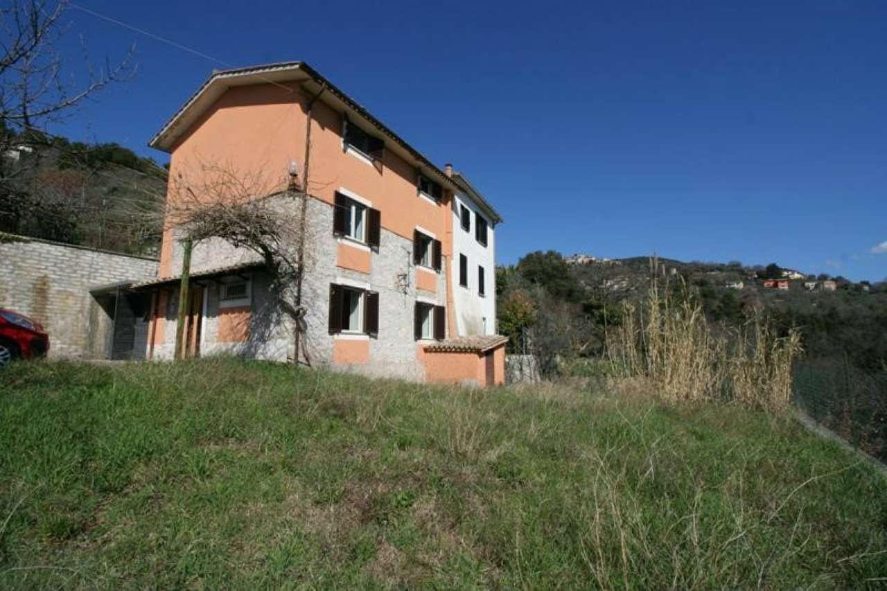Rustico / Casale in vendita a Vacone, 8 locali, prezzo € 90.000 | CambioCasa.it