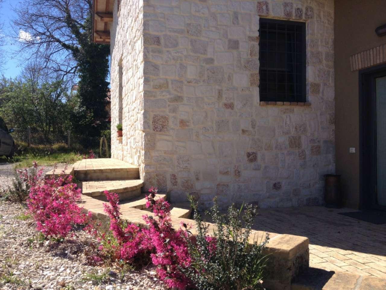 Villa in vendita a Casperia, 6 locali, prezzo € 348.000 | Cambio Casa.it