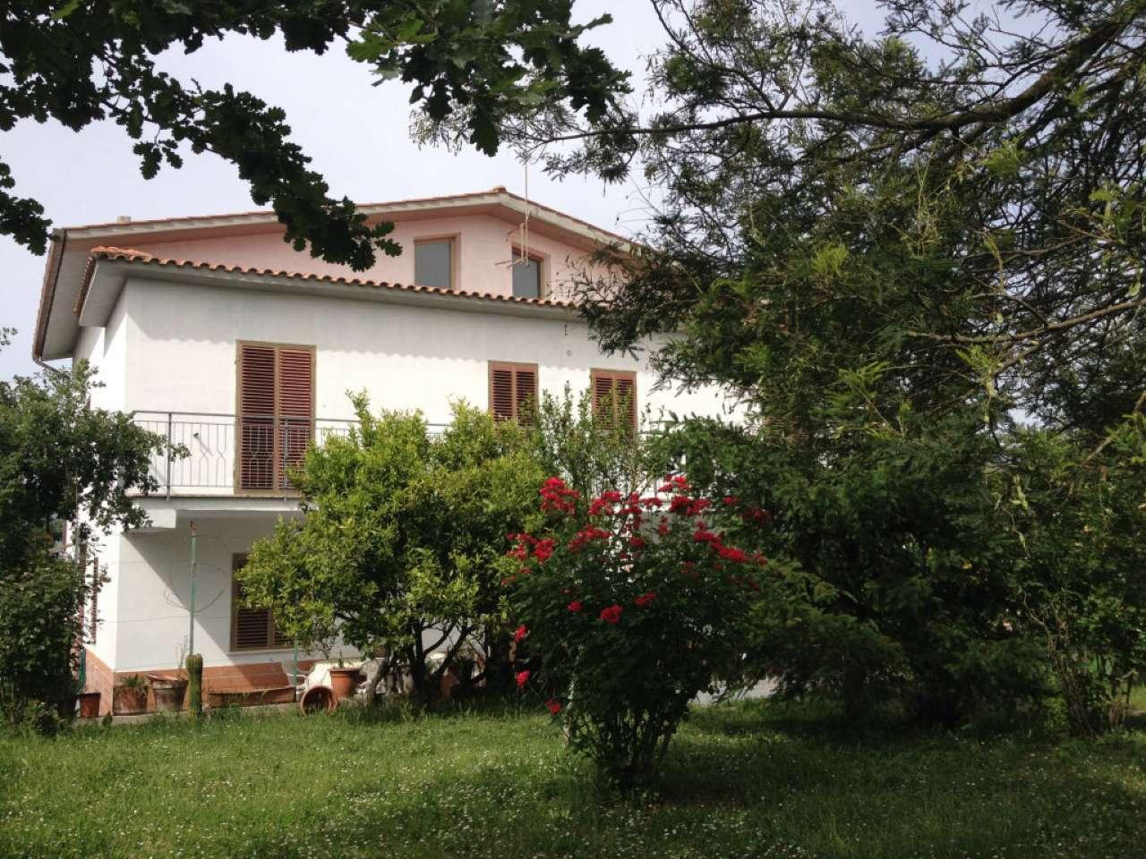 Villa in vendita a Forano, 12 locali, prezzo € 380.000 | CambioCasa.it
