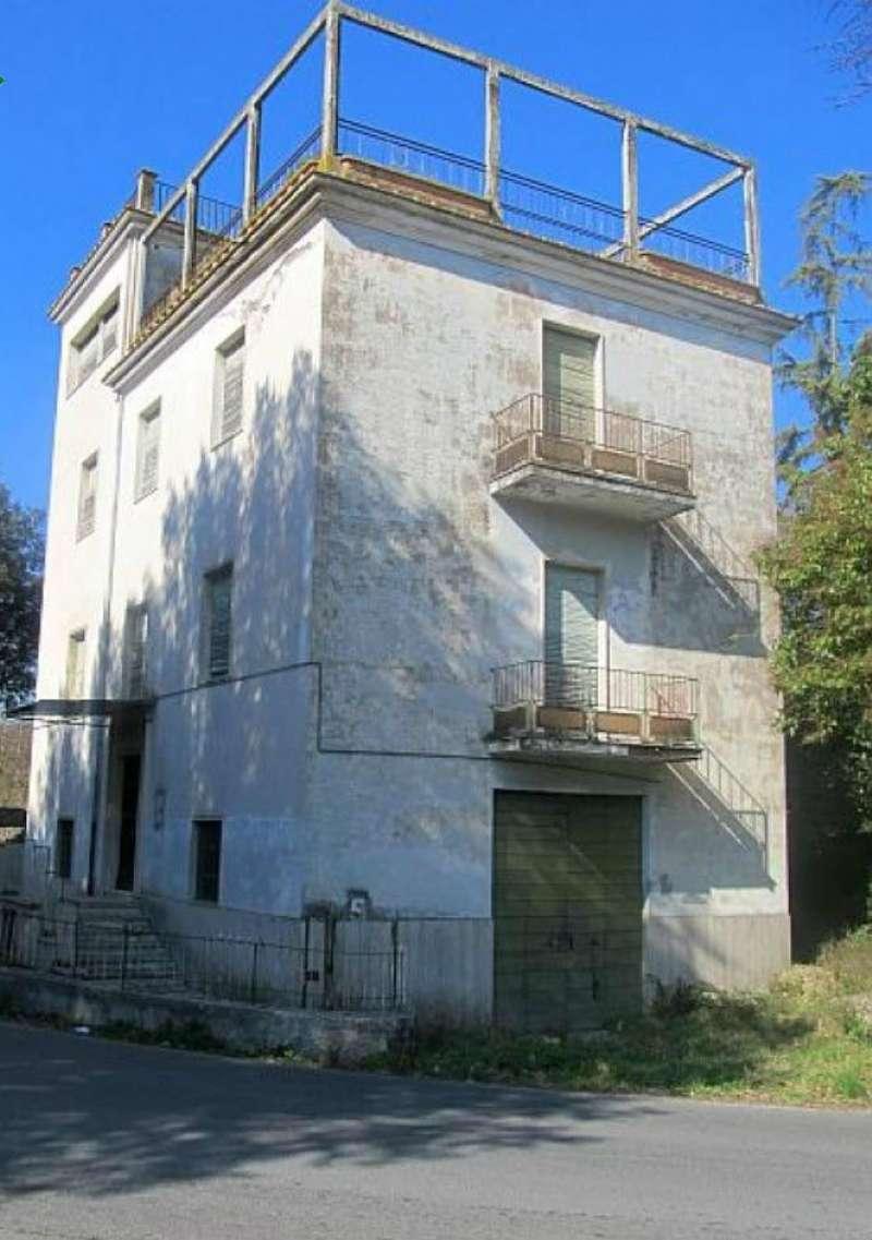 Palazzo / Stabile in vendita a Montopoli di Sabina, 10 locali, prezzo € 98.000 | CambioCasa.it