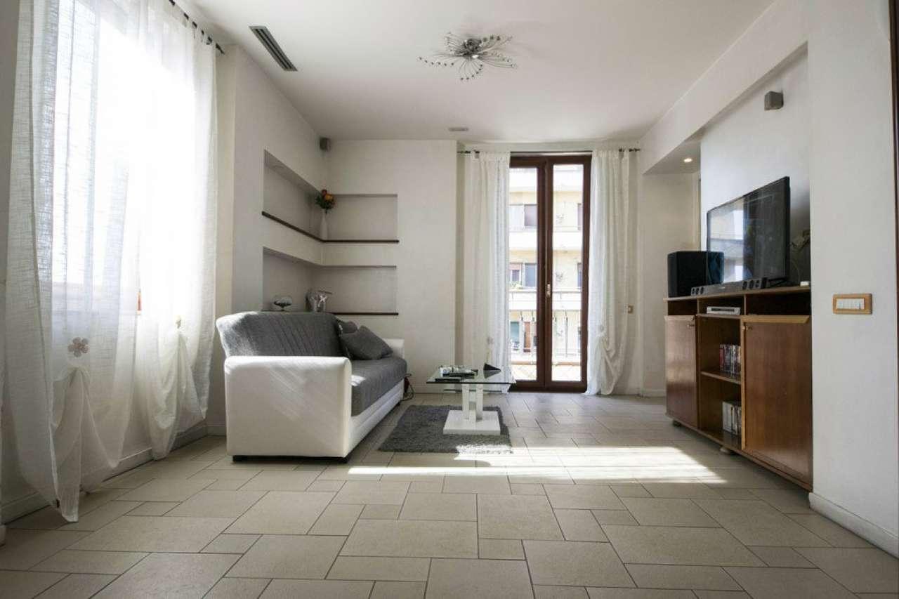 Appartamento in vendita 3 vani 130 mq.  via caio duilio Napoli