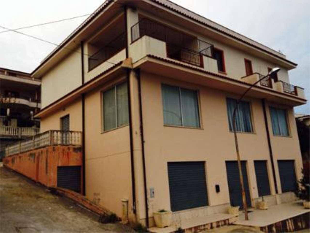 Foto 1 di Casa indipendente Via Luparella, Casabona