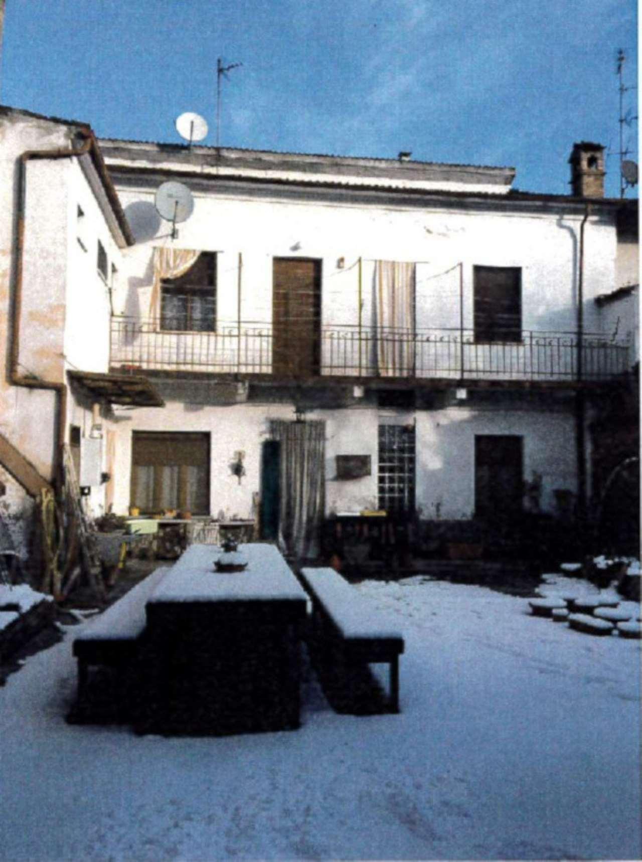 Foto 1 di Appartamento Via Mentana 8, Sale