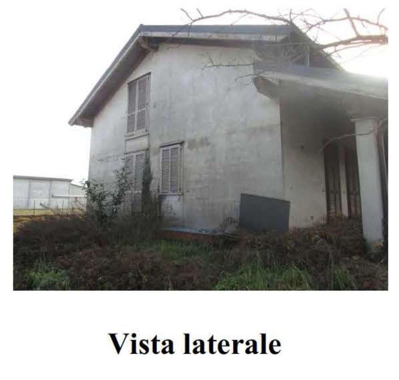 Soluzione Indipendente in vendita a San Nazzaro Sesia, 7 locali, prezzo € 139.000 | CambioCasa.it