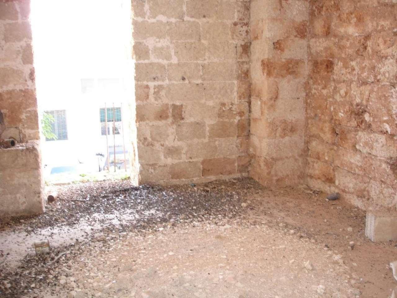 Appartamento in vendita a Alliste, 8 locali, prezzo € 55.250   CambioCasa.it