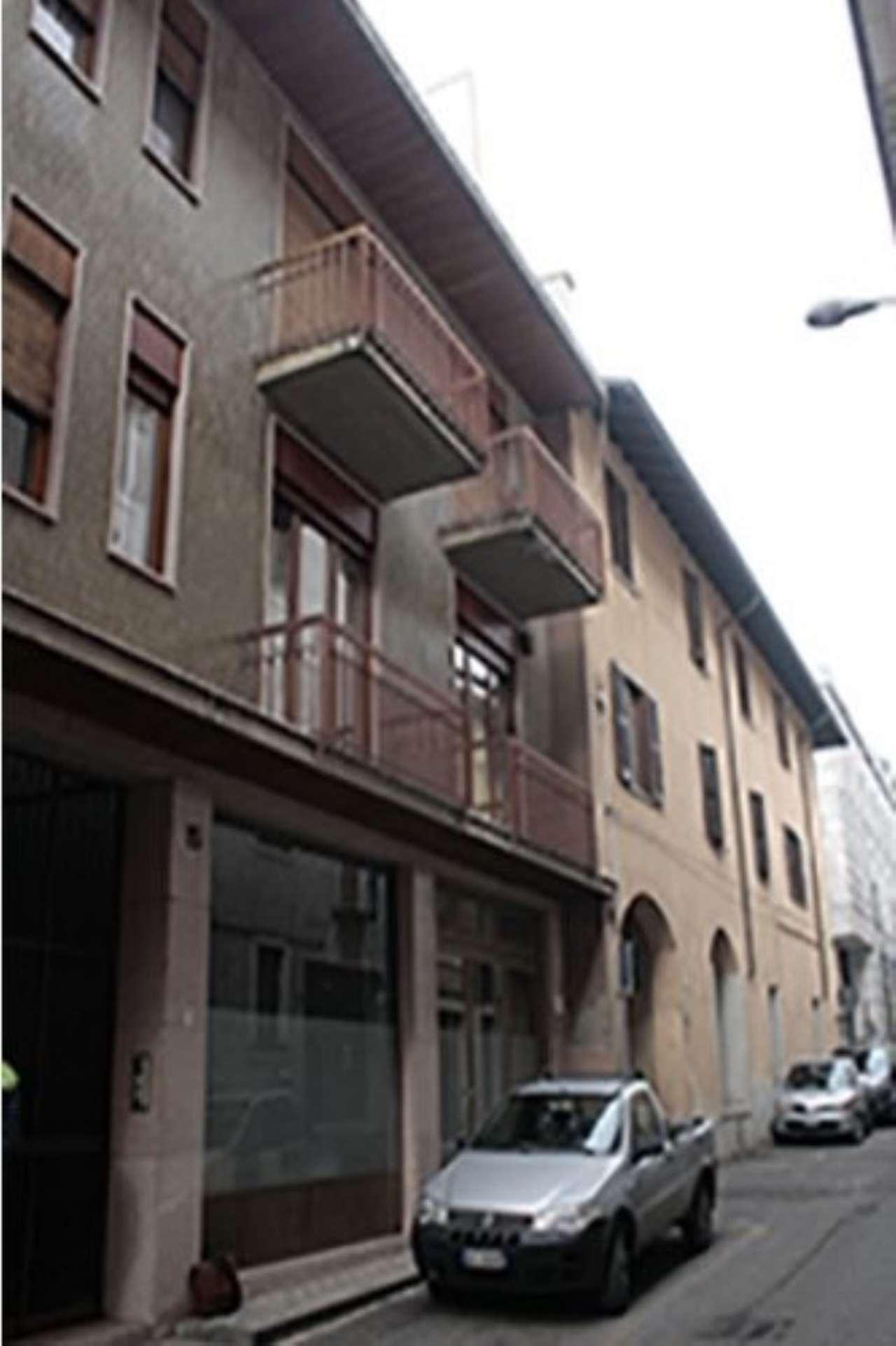 Appartamento in vendita a Oleggio, 7 locali, prezzo € 65.000 | CambioCasa.it