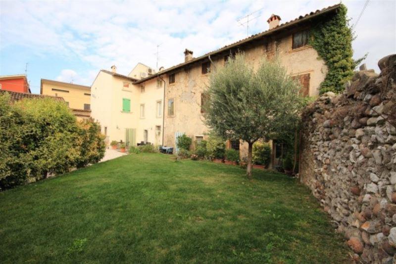 Palazzo / Stabile in Vendita a Monzambano