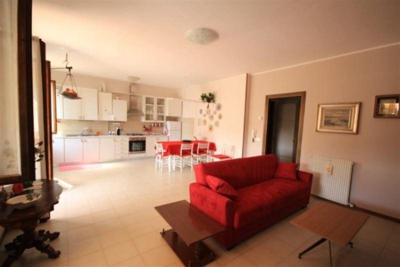 Appartamento in affitto a Volta Mantovana, 3 locali, prezzo € 500 | Cambio Casa.it