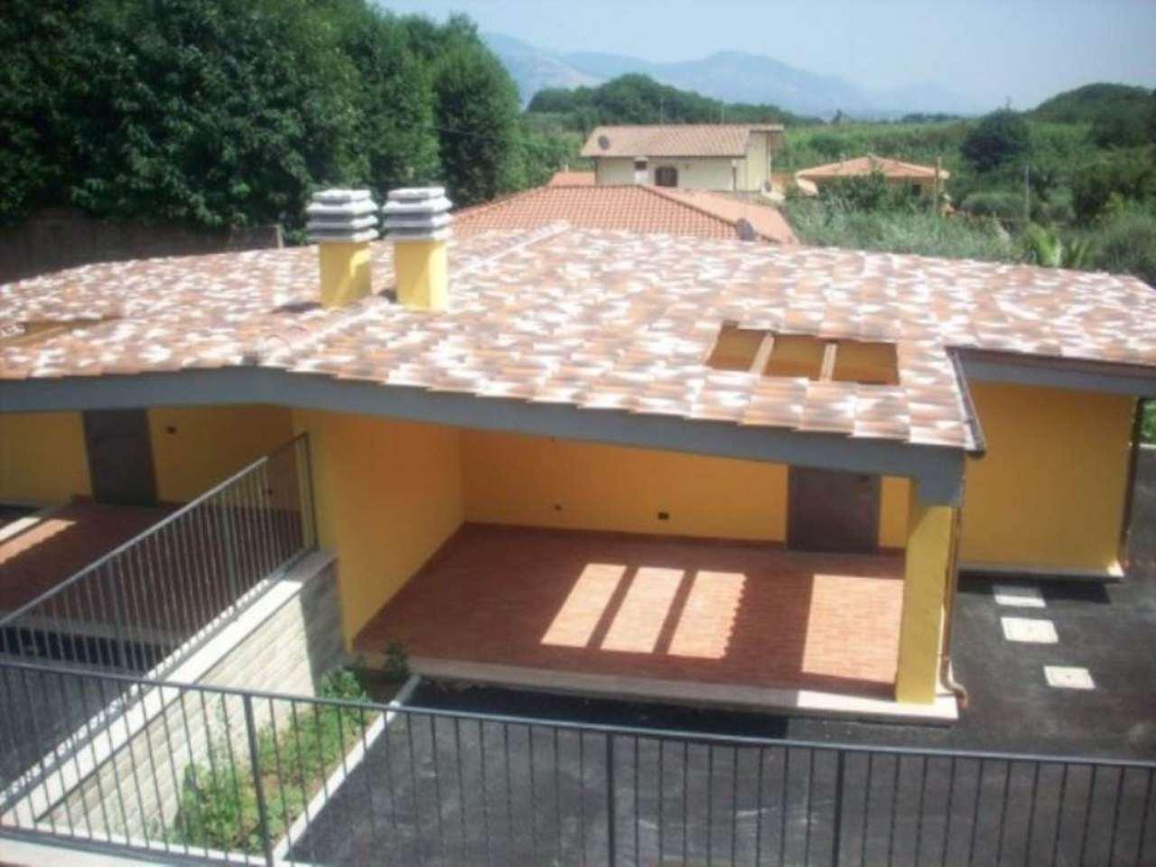 Soluzione Indipendente in affitto a Lariano, 4 locali, prezzo € 650 | Cambio Casa.it