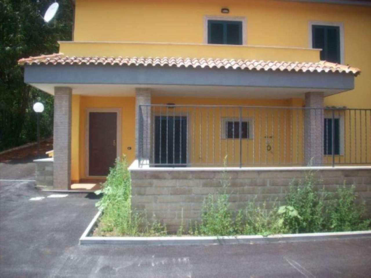 Appartamento in vendita a Lariano, 5 locali, prezzo € 190.000 | Cambio Casa.it