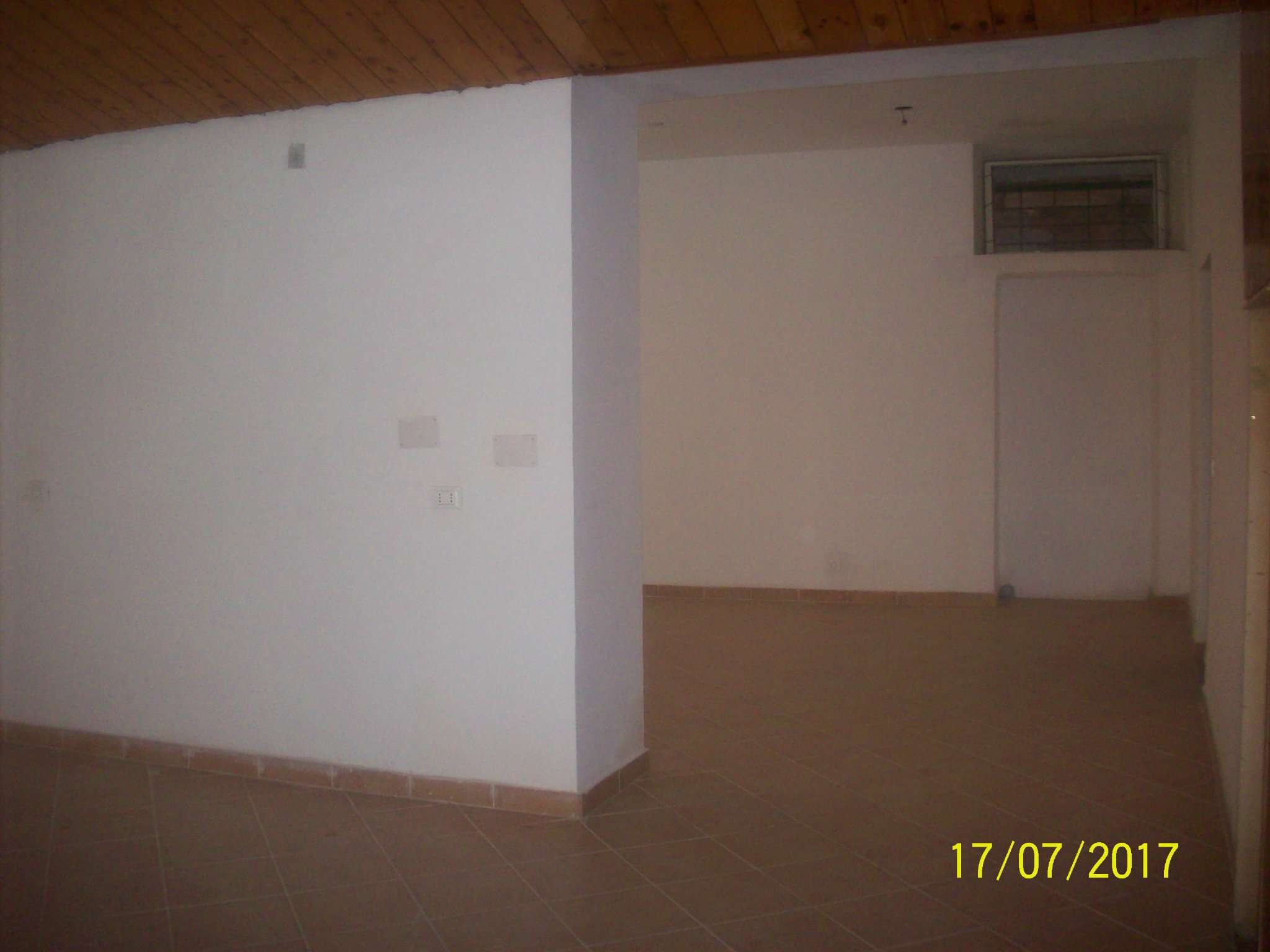 Negozio / Locale in affitto a Ariccia, 1 locali, prezzo € 1.000 | CambioCasa.it