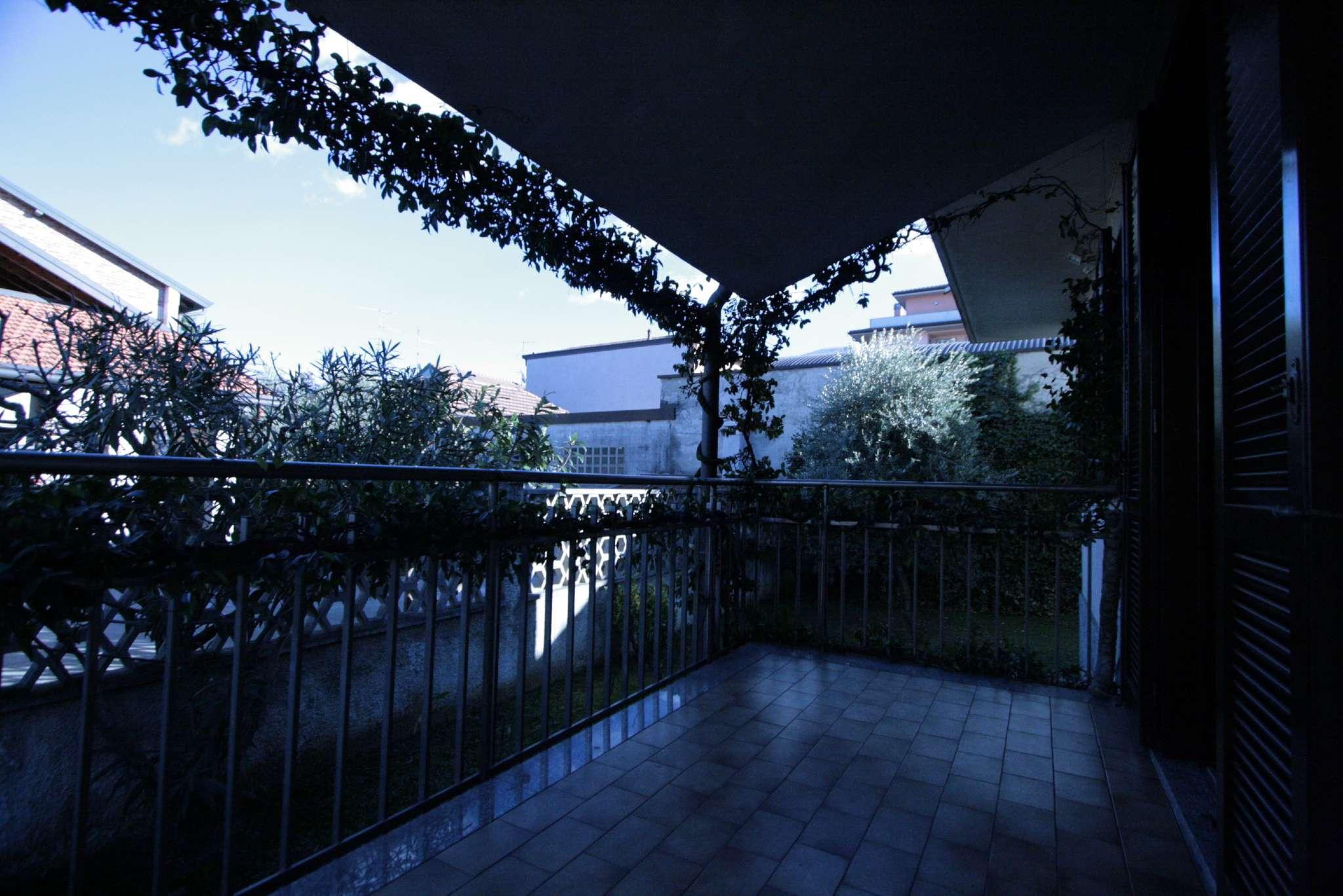Soluzione Indipendente in vendita a Bollate, 7 locali, prezzo € 515.000 | Cambio Casa.it