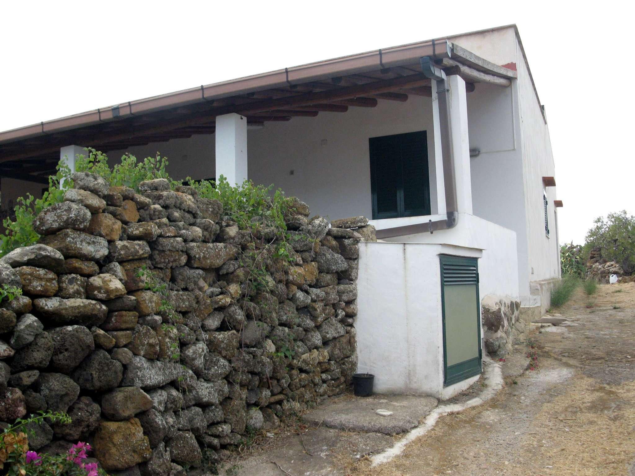 Villa in Vendita a Ustica: 5 locali, 115 mq