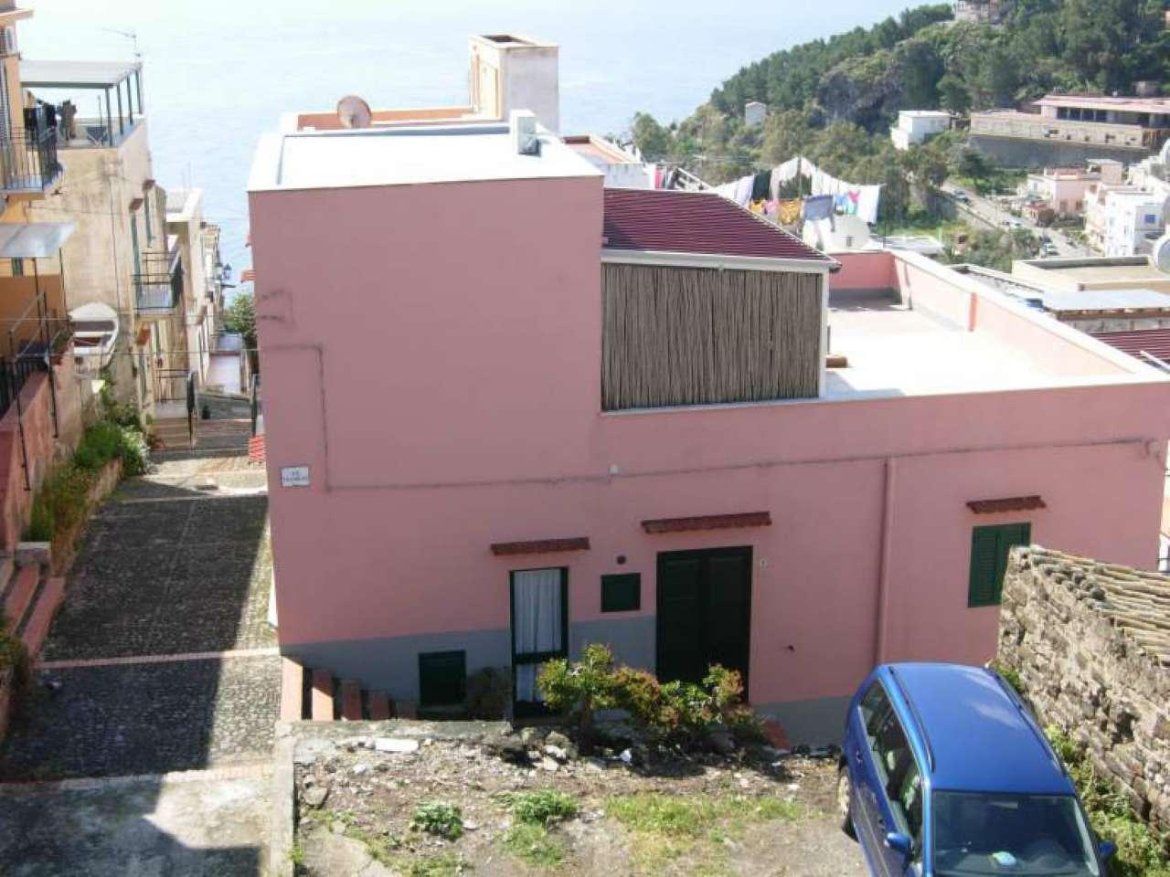 Casa indipendente in Vendita a Ustica: 3 locali, 100 mq